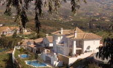 Constructing Luxury Villa